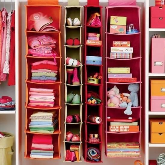 Где и как можно хранить одежду в квартире?