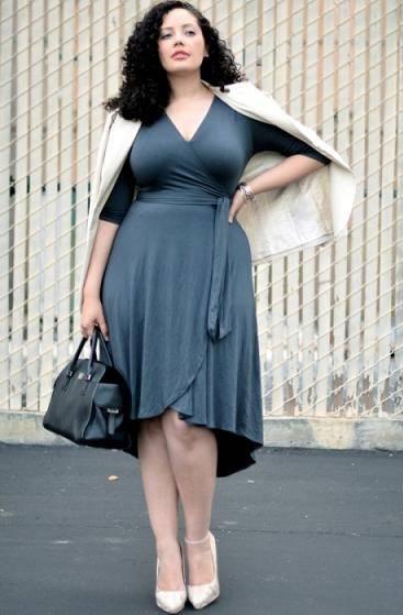 Черное платья с кружевной отделкой для полных